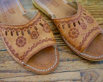 70s Slip On flats// Bohemian Shoes// Size 6// Vintage Shoes// Vintage Footwear