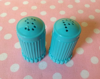 Turquoise salt and pepper shakers, blue salt and pepper, aqua salt and pepper, plastic salt and pepper shakers, retro salt and pepper,