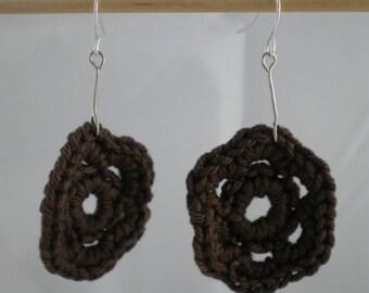 Boucles093 - Brown crochet Flower Earrings