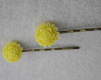Barrettes007 - Set of 2 hair pins yellow flower