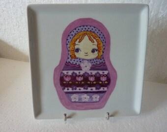 Assiette carrée en porcelaine de Limoges motif poupée russe (1)
