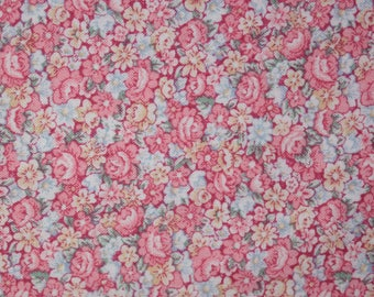 Quilt Fabric Quilting Fabric Cotton Calico Pretty Pink Tossed Floral by Peter Pan Fabrics: Fat Quarters 17x22
