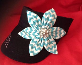 Visor with turquoise flower