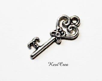 4 x silver plated key charm