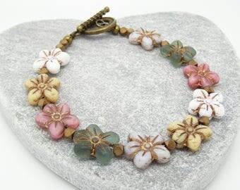 Daisy Bracelet, Floral Bracelet, Flower Bracelet, Boho Bracelet, Cream Bracelet, Pink Bracelet, Green Bracelet, Grey Bracelet, Gift For Her.