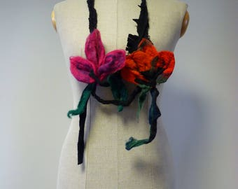 Artsy boho felted flowers neklace. Perfect for gift.