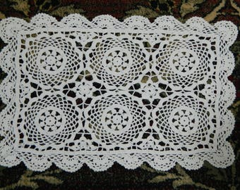 handmade French lace doily connoisseur size 27 x 42 cm