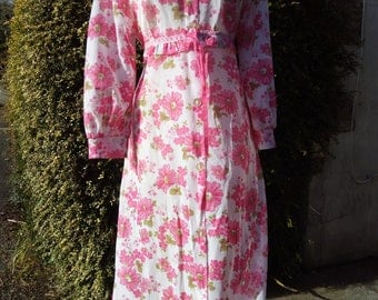 Vintage white with pink flowers Negligee UK size 16 -18