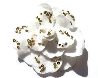 WHITE FELT FLOWER BROOCH SEQUIN GOLD 12 CM