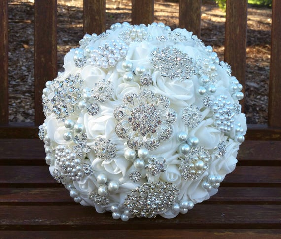 White Brooch Bouquet Bridal Crystal Bouquet Pearl Bouquet White Jewelled Vintage Style Ready to Ship Wedding Bouquet Artificial Flowers