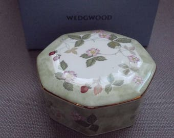Wedgwood Wild Strawberry Jewlery Pot (boxed)