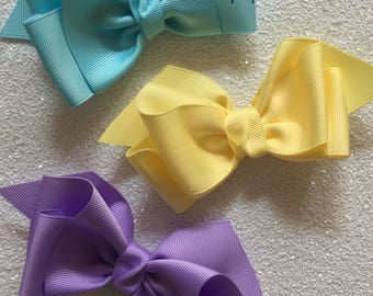 Boutique hairbows // Charming hairbow clips // gift ideas // bows for teens // hair accessories // bows for toddlers // headbands //