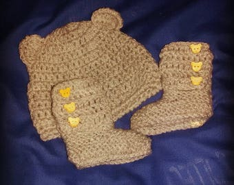Newborn baby booties and hat unisex beige WOOL Ugg style