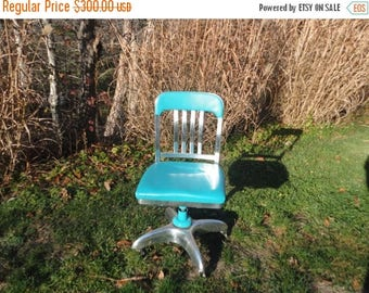 On Sale Goodform Aluminum Propeller Base Office Chair Vintage General Fireproofing Tanker Chair Restored in Turquoise