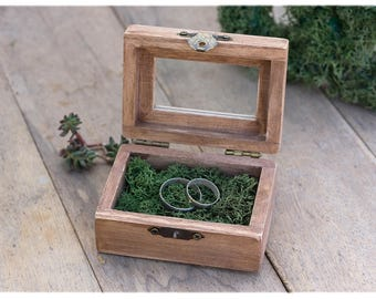 Wooden ring box: Fairy tale wedding - Moss ring box - Engagement ring box - Enchanted forest wedding - Ring bearer box - Wedding ring box