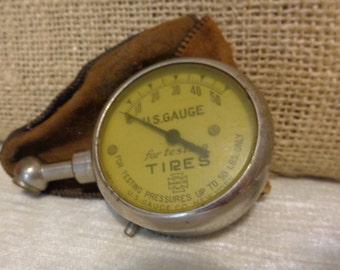 Vintage US Gauge Tire Gauge with original pouch