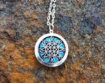 Diffuser Necklace Sun Essential Oil Diffuser Necklace Aromatherapy Locket with Chain Sun Locket