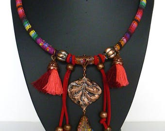 "Bib necklace style ethnic ""MARAJÓ"" cotton woven, patinated copper metal pendant, tassels, Burgundy leather"