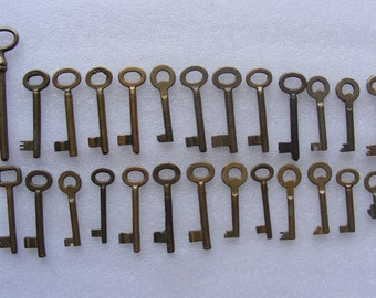 26 Vintage Old Brass Keys