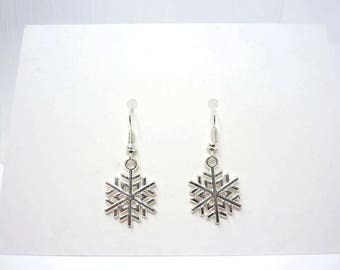 Silver Snowflake Earrings / Christmas Earrings / Simple Earrings / Christmas Gift / Drop Earrings / Snowflake Jewellery / Stocking Filler