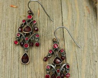 Vintage Red Stone Chandelier Earrings (le)