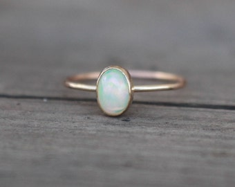 14 k yellow gold Welo Opal Ring