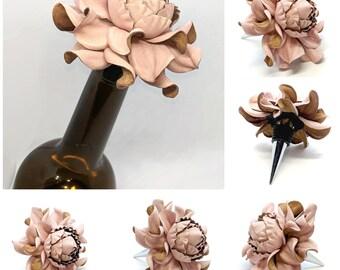 Gift for Wine Lovers! Custom Wine Bottle Stopper, Real Pale Pink Leather Rose Wine Decor Bottle Stopper Wedding Favor Metal Wine Cork Topper