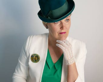 Emerald green 1960s velvet cloche with a rolled up brim