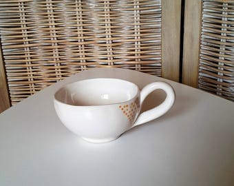 Artisanal ceramics bowl with hanse