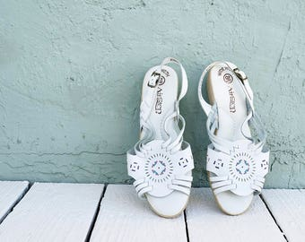 """90s white leather southwestern slingback sandals with 1.5"""" rubber heel, size 9.5 wide"""