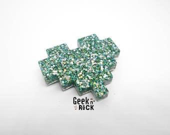 Brooch Geek - Pixel heart glitter holographic vibrant gamer video game nerd