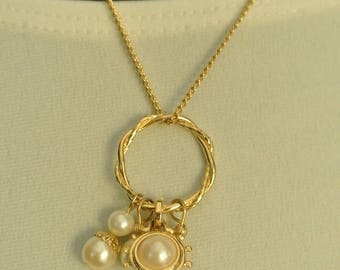 A Cute Goldtone Pearl Necklace