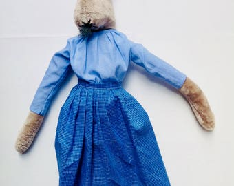 The blue poplin vintage apron for my rabbit