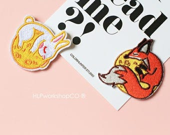 ANIMAL ON MOON -- Handmade Embroidered Patch Brooches Pins/Fabric Badge/Iron-On Patches/Pet/Rabbit/Fox/Wildlife/Dream