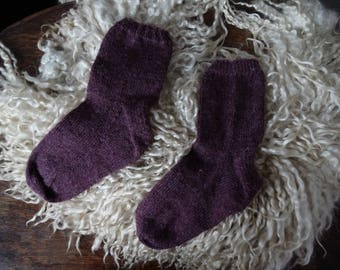 Hand knitted socks, made with a yarn mix of wool and nettle fibres. Size 38/39.