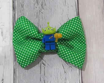 MiniFigure Disney Toy Story Alien Lego Dog Bow Tie, Dog clothing, Doggy Bow Tie, Puppy Bow Tie, Detachable Bow Tie, Slip on bow tie