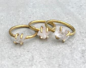 Petite raw quartz ring, Raw crystal ring, Gold stacking ring, Boho ring, Raw stone ring