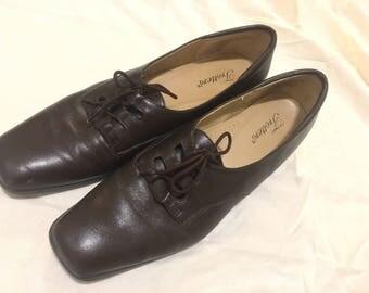 Vintage 90s Trotters dark brown tie-up leather shoes. Size 10N