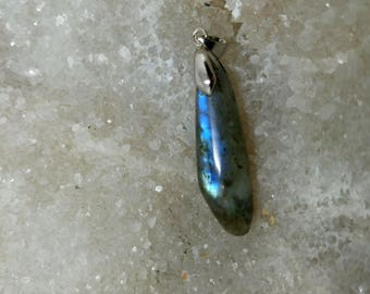 Blue gray LABRADORITE 7.87 Gr-elongated pendant