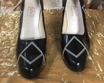 1960's Black and White Geometric Pumps