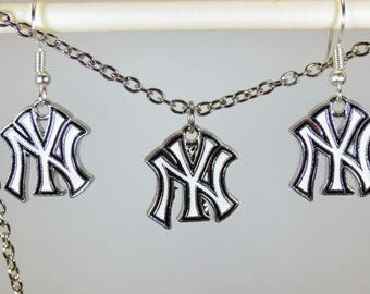 New York Yankees earring/necklace set