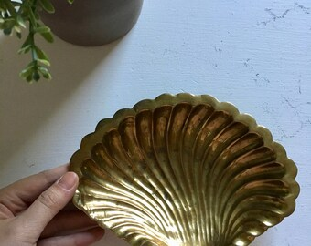 Vintage Brass Gold Seashell Bowl Dish Tray Jewelry Trinket Nautical Costal Beach Decor