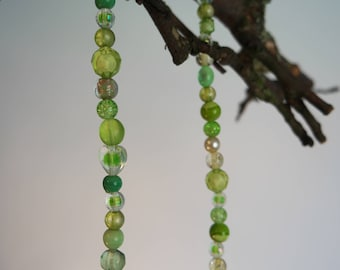 Green necklace short with glassbeads