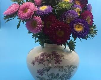 """Weimar porcelain vase """"Jutta"""", 1950s, old vase, white vase, floral design, flower vase, bulbous vase, purple, violet"""