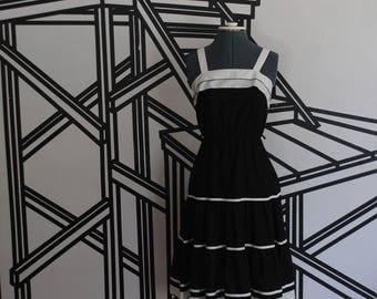 Vintage 1970s Black and White cotton dress - sundress
