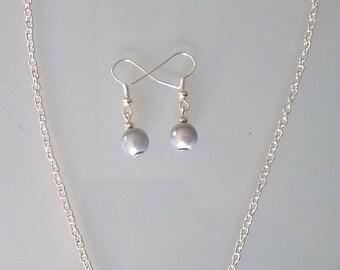 Crew neck + light grey earrings