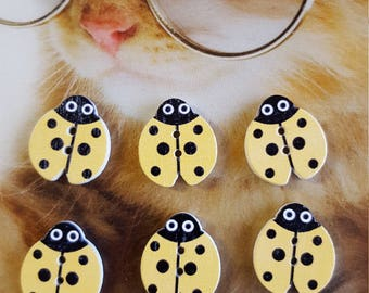 6 buttons wooden ladybugs