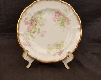 "Gold rimmed flowered 6"" dish"