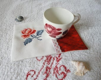 Saucer bottom glass, mat mug for coffee, tea, infusion of embroidery roses Digoin, lace, fabric Red