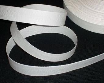 2 cm white cotton twill Ribbon, 2 m long.